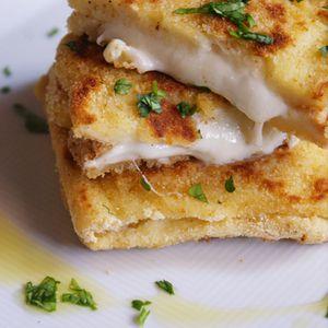 南イタリアで食べられる焼きサンドイッチです。モッツアレッラチーズ入っていて、カリカリとろーん!とっても美味しいですよ
