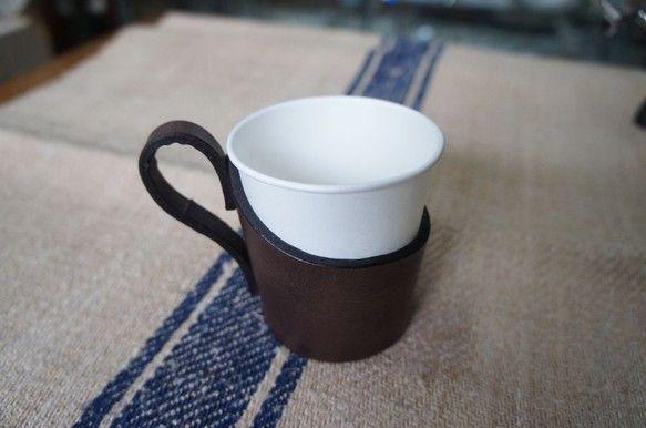 紙コップは便利に使えるものですが 味気ないし、熱いですね。この紙コップで マイカップのように楽しんで熱い飲み物を飲んでいただこうというのが この企画です。手間... ハンドメイド、手作り、手仕事品の通販・販売・購入ならCreema。