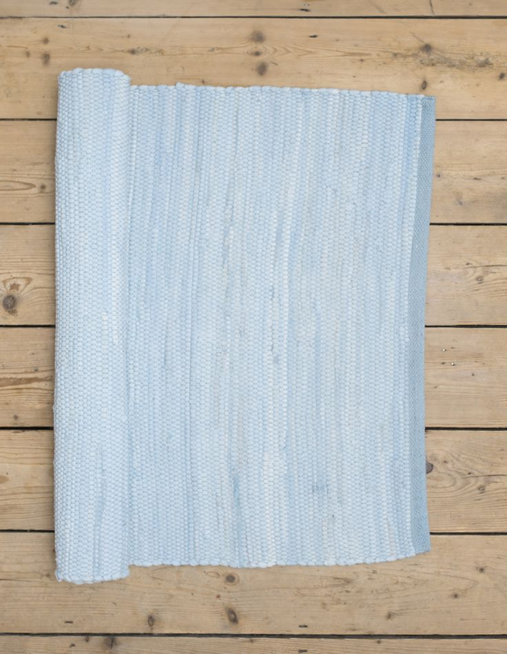 Our pale blue saga rug is ideal to help create a refreshing atmosphere! Scandinavian rugs, gifts and interior inspiration from Skandihome.com
