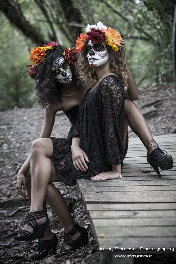 Calaveras. Sugar skull costume. Black lace. Flower head piece. Skull make up. Halloween costume. Day of the dead makeup.