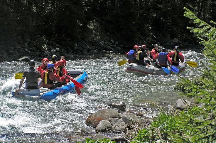 Splav rieky Hron je príjemnou aktivitou na hornom toku (nad Zvolenom) a rovnako príjemným relaxom na svojom dolnom toku (pod mestom Zvolen). Hron je splavný z Červenej Skaly až do jeho ústia do Dunaja pri Štúrove.,