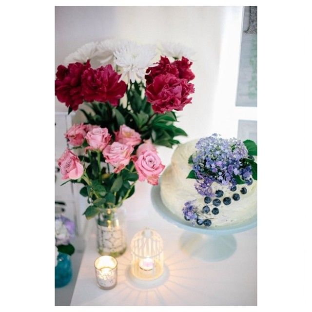 Sally Bay, styling, floral, pink, roses, candles, blueberries, hydrangeas, mint, cake, lace