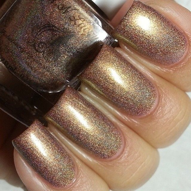 Horse 2014 - Chameleon/ duochrome holographic polish  Swatch by @Lacquer Loon (Instagram)