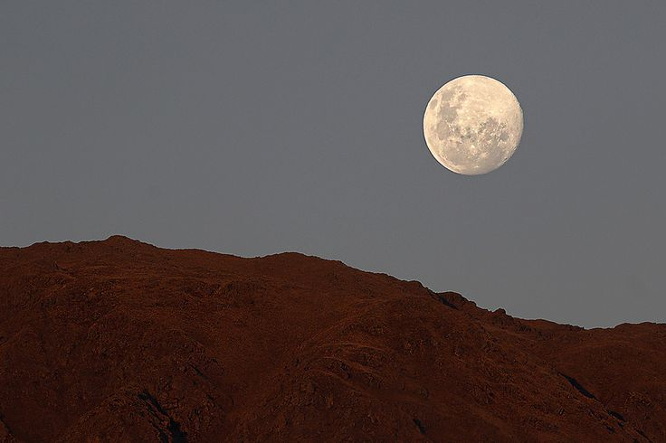 Moon over the mountain | por pablorodriguezmerkel