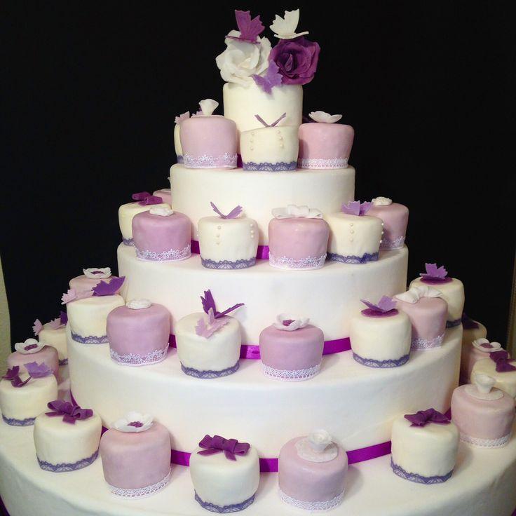 #hochzeit #Hochzeitstorte #affoltern #braut #blumen #biskuit #bräutigam #cake #cakedesign #creme #letortediba #torte #Zürich #minicakes #minitorten   Minicakes in violet and White for wedding with butterflies and roses