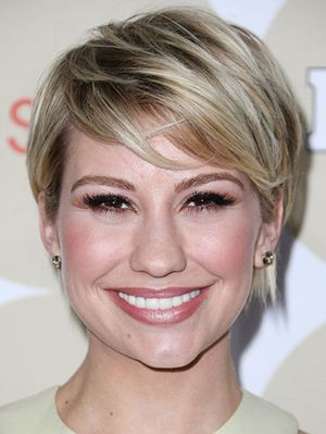 15 Beautiful Hairstyles With Bangs - http://trendyinsight.com/15-beautiful-hairstyles-bangs/