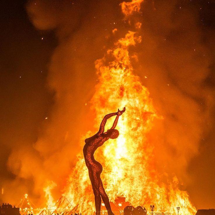 The incredible burning man festival   #burningman #festival #desert #beautiful #art   photo by @treyratcliff