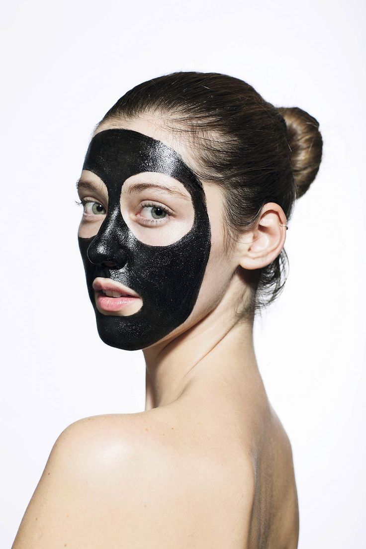 La cosmética asiática está pisando fuerte en el mercado de la belleza y estas mascarillas negras son una prueba de ello. Si quieres ver tu piel limpia de grasa y suciedad no dudes en probarlas. #PuntosNegros #mascarilla #PielGrasa #acné #cosmética