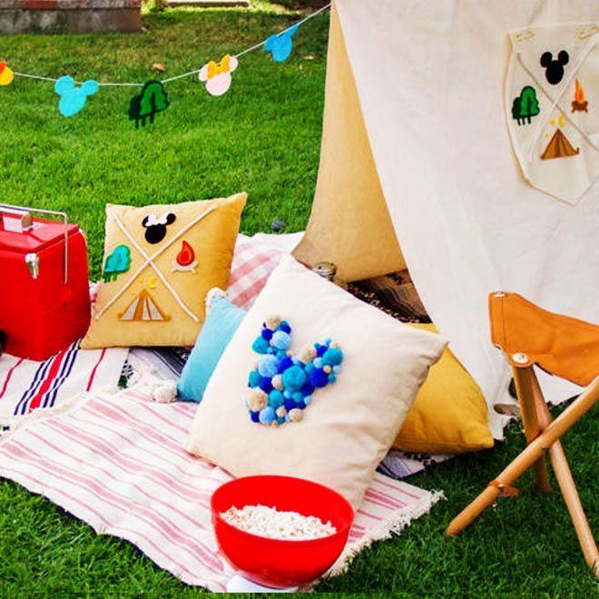 Je kleintjes kunnen genieten van een dag vol knutselen en recepten die hun verbeelding de vrije loop laten, of je nu achter in de tuin of binnen kampeert.