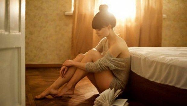 cute-sad-girl-alone-sunset-in-room