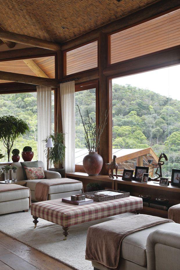 Uma megacasa no alto da montanha - Em Itaipava, mansão tem projeto de Debora Aguiar