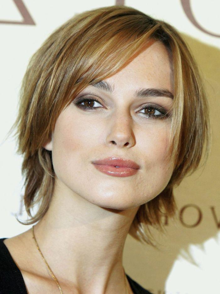 Idée Coiffure :    Description   coupe très courte femme, coupe carré couleur bronde, maquillage chaleureux    - #Coiffure https://madame.tn/beaute/coiffure/idee-coiffure-coupe-tres-courte-femme-coupe-carre-couleur-bronde-maquillage-chaleureux/