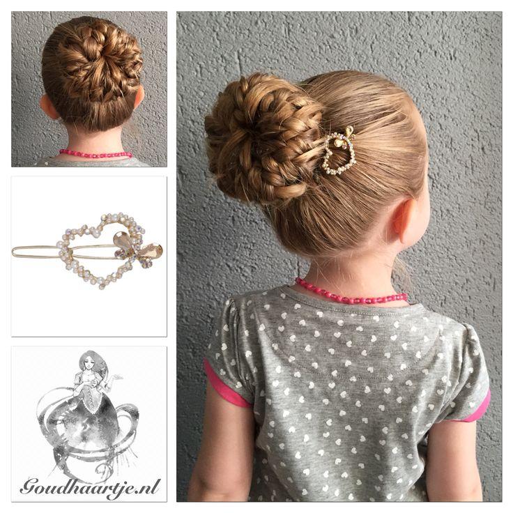 Pancaked bun of braids met prachtige luxe haarclip van Goudhaartje.nl #braid #hairstyle #hairclip #bun #hairaccesories #vlecht #haarstijl #haarclip #knot #haardonut #haaraccessoires #goudhaartje