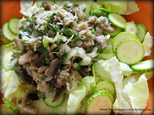 Salata verde cu ciuperci si telina