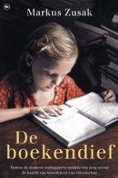 Markus Zusak - De boekendief. In 1939 komt de 9-jarige Liesel bij pleegouders terecht. Ze leert er lezen en boeken worden zo belangrijk voor haar dat ze ze soms steelt. Dit verhaal vertelt heel beeldend hoe de Tweede Wereldoorlog zich ontwikkelde, maar ook hoe groot de kracht van boeken kan zijn. De film komt in maart 2014 in de bioscoop.