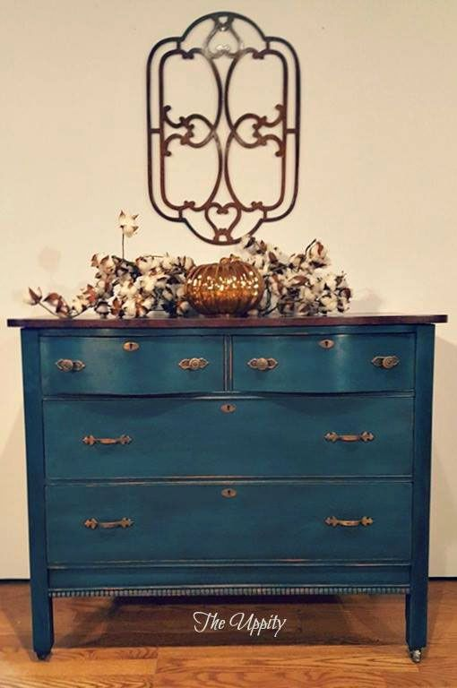 Love this color!!!!    To achieve the teal-blue that has been created for the base, GF would recommend mixing Coastal Blue and Patina Green Milk Paint.