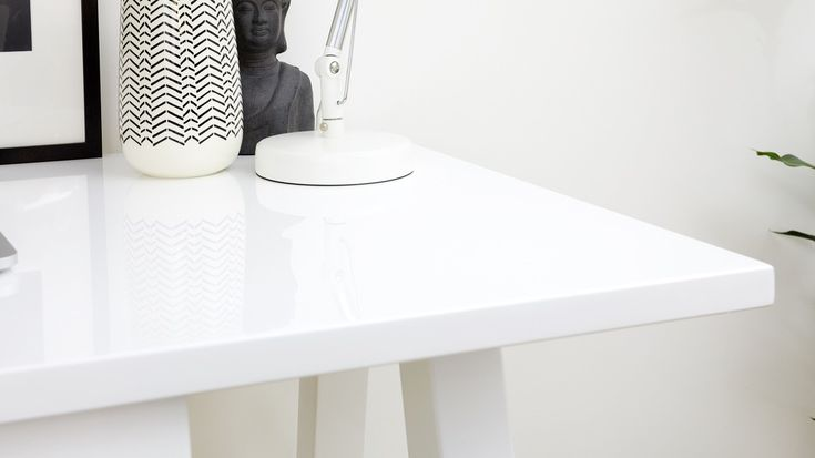Gloss reflective desk