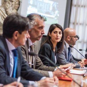 """Lavoro Raggi lancia progetto """"Fabbrica Roma"""" contro la dispersione dei posti di lavoro #lavoratori #salari #tasse #roma #stipendo #INPS"""