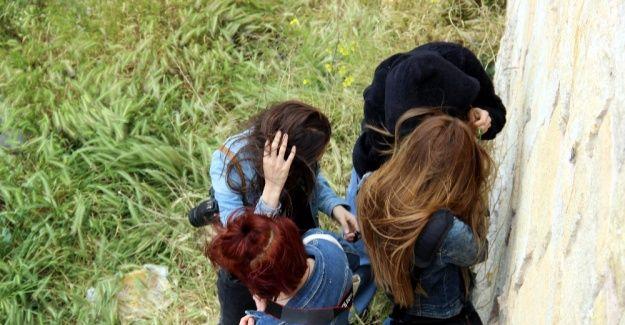 Üniversiteli kızlar kale burçlarında mahsur kaldı