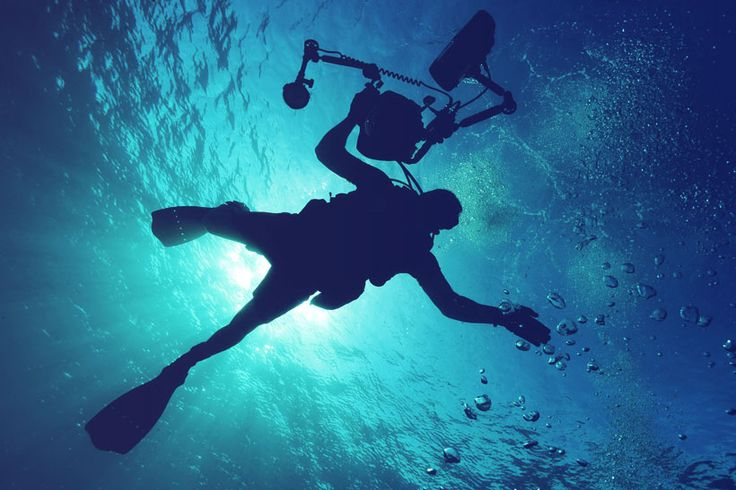 Scuba Diving Instructor | The Best Travel Jobs | 50 Ways To Make Money While Traveling The World | You want to work and travel? Pack your bags! Here is the most extensive list of the best traveling jobs in the world | via @Just1WayTicket
