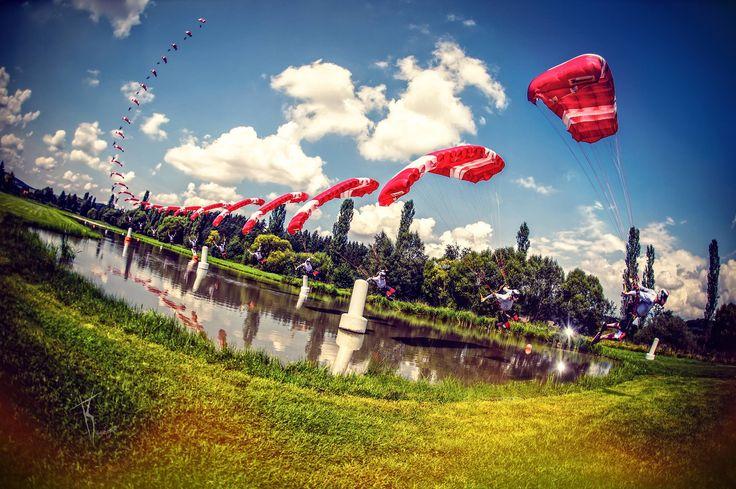 Pink Klatovy Skydive swooper: Maciek Machowicz fot. KonwentPhotography