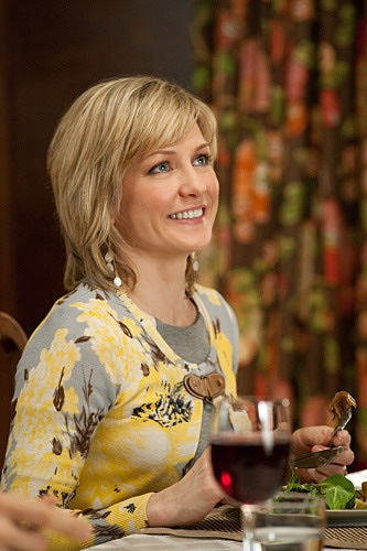 Love the hair color and style of Amy Carlson