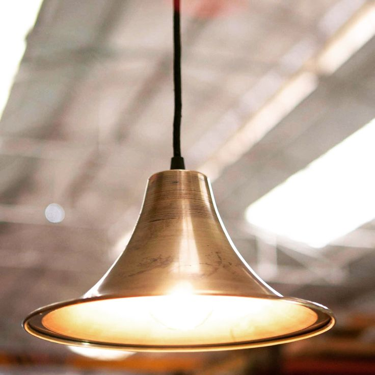 Lampe i industriell design modell TRUMPET. #lampe #taklampe # ...