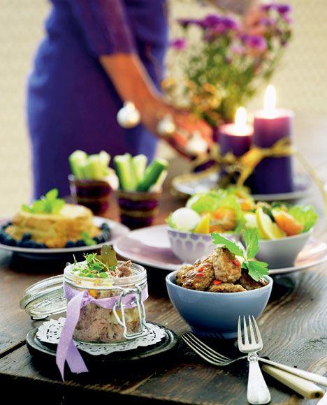 Her får du en overskuelig julefrokostmenu, som gør, at du også får tid til at nyde maden og samværet med dine gæster.