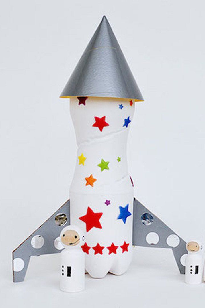 25 Inspiring Space Crafts For Kids Rocket Craft, Diy Rocket, Space Crafts For Kids, Diy For Kids, Space Activities, Activities For Kids, Plastic Bottle Decoration, Native American Projects, Rockets For Kids