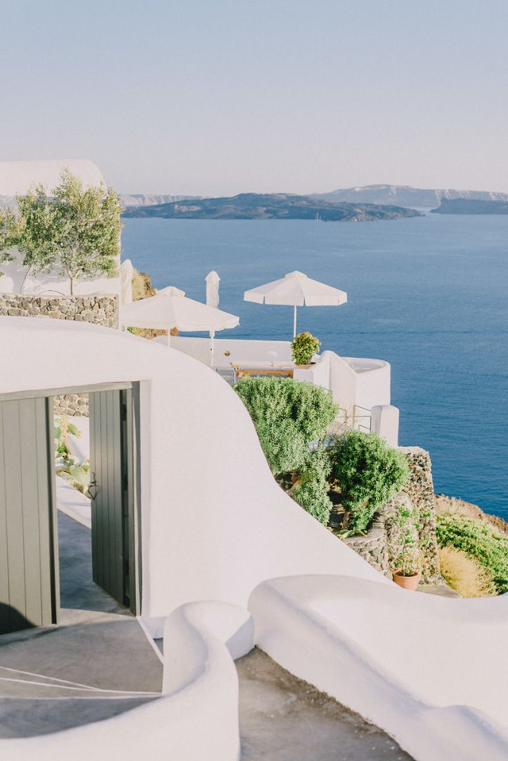 A magical wedding for two in Santorini