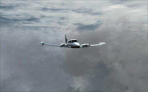 Avioneta cessna310 en vuelo