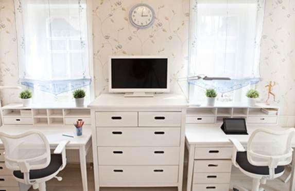Наш свод практических рекомендаций поможет выбрать мебель для первоклассника и организовать удобное рабочее место для учащегося средней школы, создать комфортное пространство для старшеклассника и максимально облегчить занятия будущего выпускника