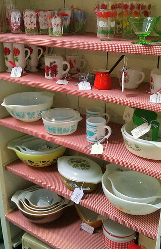 Do I have a problem if I have one of almost every Pyrex pattern on this shelf?: Houses, Antiques Stores, Jeannaelain Dreamhous, Vintage Pyrex, Gorgeous Dresses, I'M, Bridesmaid Jeannaelain, Bowls Dishes, Pyrex Patterns