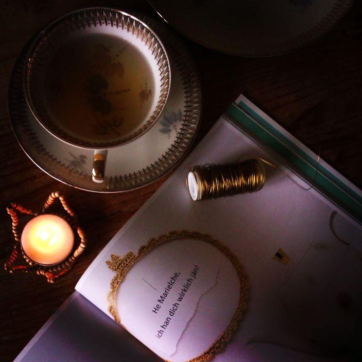 Guten Morgen meine Lieben! Heute starte ich mit einer Tasse Tee und einem inspirierendem Buch von der lieben Mila @schaffensfreuden in den Tag! Und Ihr?  . . #gutenmorgen #teatime #lieblingstasse #sammeltassen #feinesporzellan #köln #buchtipp #neuerblogpost #kölnliebe #kölnzumselbermachen #milalippke #bastelnmitperlen #holzperlen #teelichthalter #kronenlicht #drinksdeejnemet