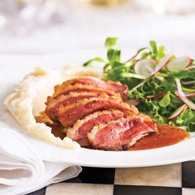 La cuisine bistro, simple et goûteuse, réchauffe le cœur à tout coup! Dans ce plat de canard, les arômes du panais, de la crème et du cidre de glace se marient à la perfection.