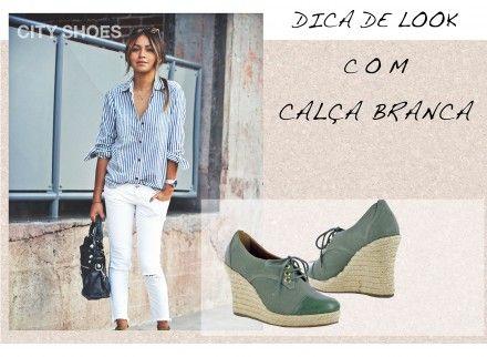 Look com calça branca e a plataforma linda e despojada City Shoes: