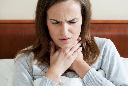 Poznaj 10 najlepszych produktów żywnościowych pozwalających Ci złagodzić liczne nieprzyjemne objawy i dolegliwości, jakie powoduje ból gardła.