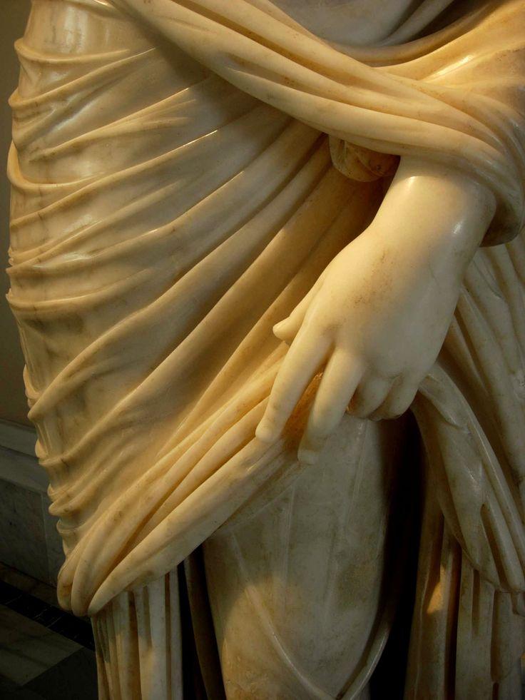 Mermer heykel detayı, Miletus, Roma Devri, m.s. 2. yy.. İstanbul Arkeoloji Müzeleri / Marble statue detail, Miletus, Roman period, 2. century a.d...  İstanbul Archaeology Museum