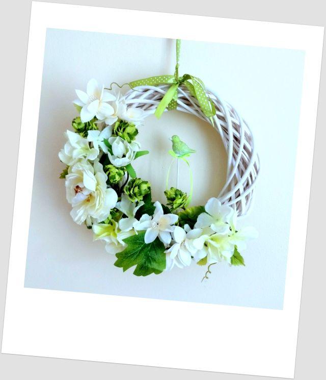 www.abgHomeArt.pl Wianek wielkanocny na drzwi. Ręcznie wykonany wianek wiosenny. Efektowna i wyjątkowo elegancka dekoracja, która pięknie przyozdobi drzwi, okno, czy też kominek, a także wprowadzi powiew wiosny. Easter decorating ideas for the home, easter wreaths, inspiration, pretty flowers, kwiaty, wiosna, spring, wianek świąteczny