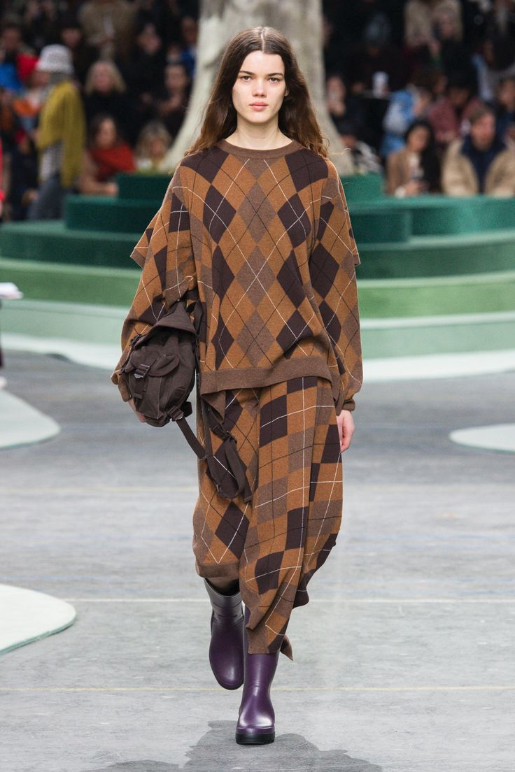 The complete Lacoste Fall 2018 Ready-to-Wear fashion show now on Vogue Runway.