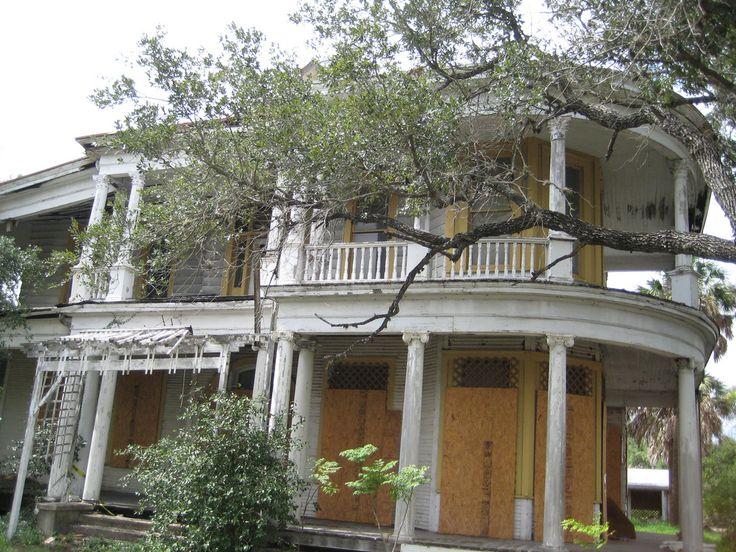 Abandoned mansion, Refugio Texas