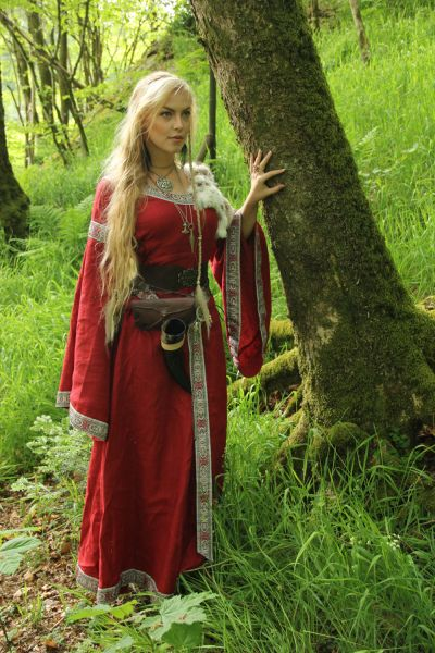 Gowns Pagan Wicca Witch:  Red Medieval Gown.