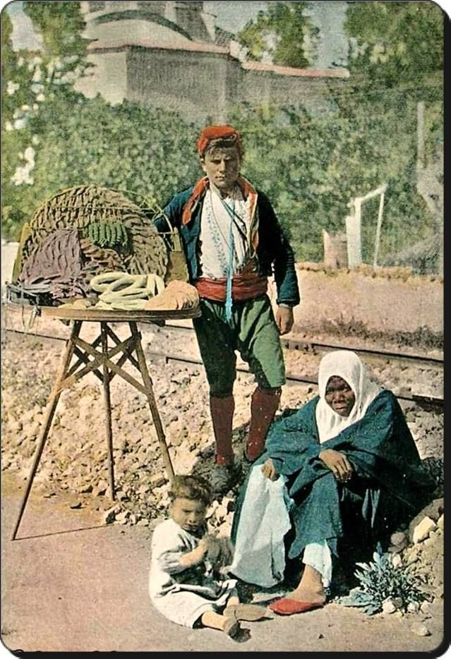 A street seller. Istanbul, early 20th century.