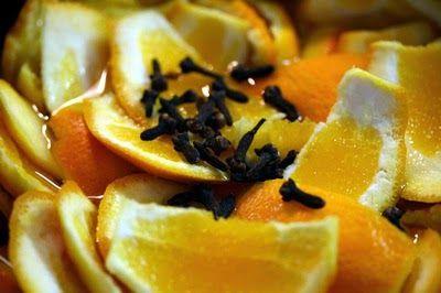 Chá de casca de laranja e cravo-da-índia. Remédio natural muito potente contra a enxaqueca e colesterol alto, além de ter propriedades antioxidante e anti-inflamatórias. Procedimentos: 1) Lave bem as cascas de uma laranja; 2) Coloque-as para secar em um ambiente livre de umidade, por 24 a 48 horas; 3) Quando as cascas estiverem secas, ferva-as em um litro de água juntamente com 10 cravos-da-índia, durante o período de 5 minutos; 4) Coe e, se preferir, adoce com mel. Tome durante o dia.
