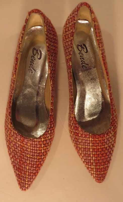 Vintage fab boucle kitten heels, 3.   Fab Italian woven wool boucle kitten heels in orange, pink and buttermilk. I don't think they have ever been worn outside at least, as the soles along with the rest of the shoes are immaculate.     Size: 3   Measurements: L: 8.5, W: 3, Heel height: 1.5   Label: Bende Decade: 1980   Material: Wool on leather upper, synthetic sole