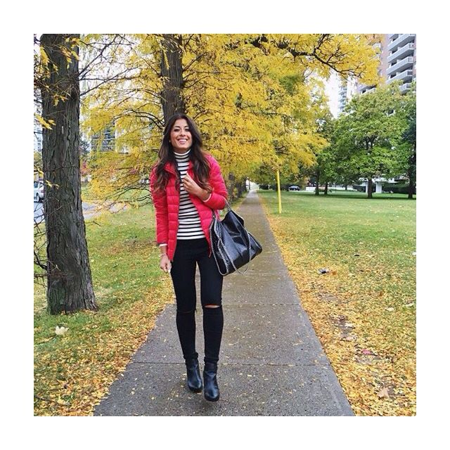 Cozy but classic - Mimi impresses me again with more stripes and a pop of red, but not too much of a pop. A beautiful look, perfectly fitting the autumn vibe. | @mimiikonn from Instagram.