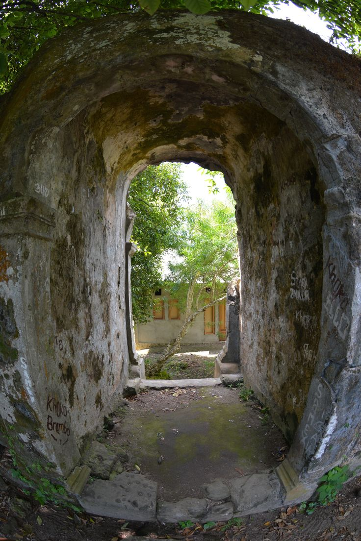 Narrow entrance to Fort Hollandia, Banda Besar