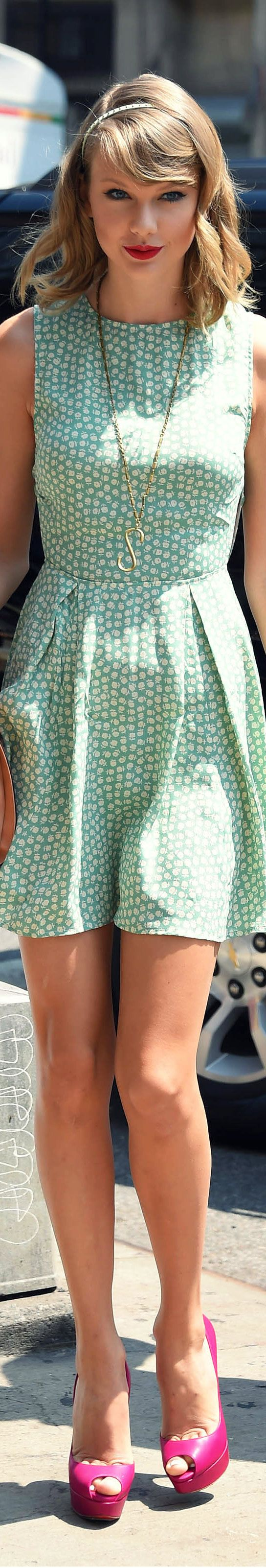 Another cute green dress. This could be one of Taylor's best colors.
