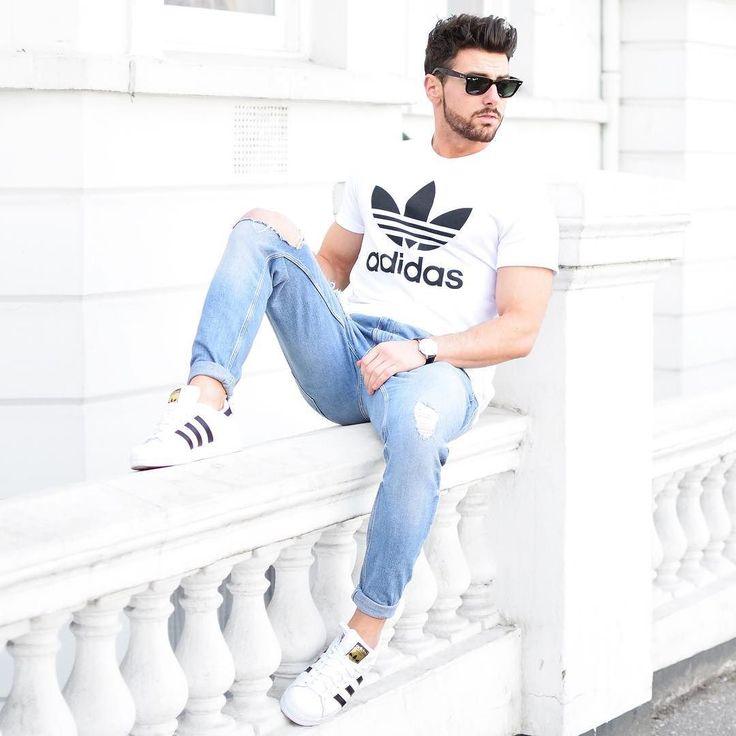 Camisa adidas zapatos adidas y pantalones de mezclilla