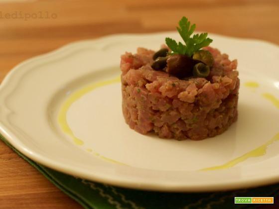 Tartare di tonno con capperi e acciughe  #ricette #food #recipes